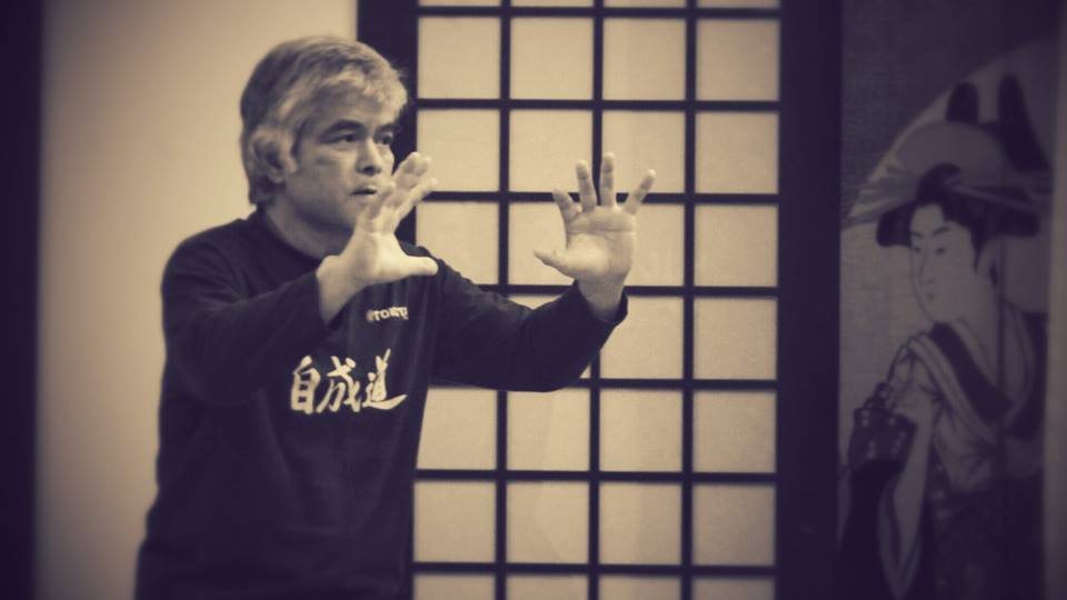 Kenji Tokitsu insegnando Thai Chi Chuan al centro Tian Qi a Milano